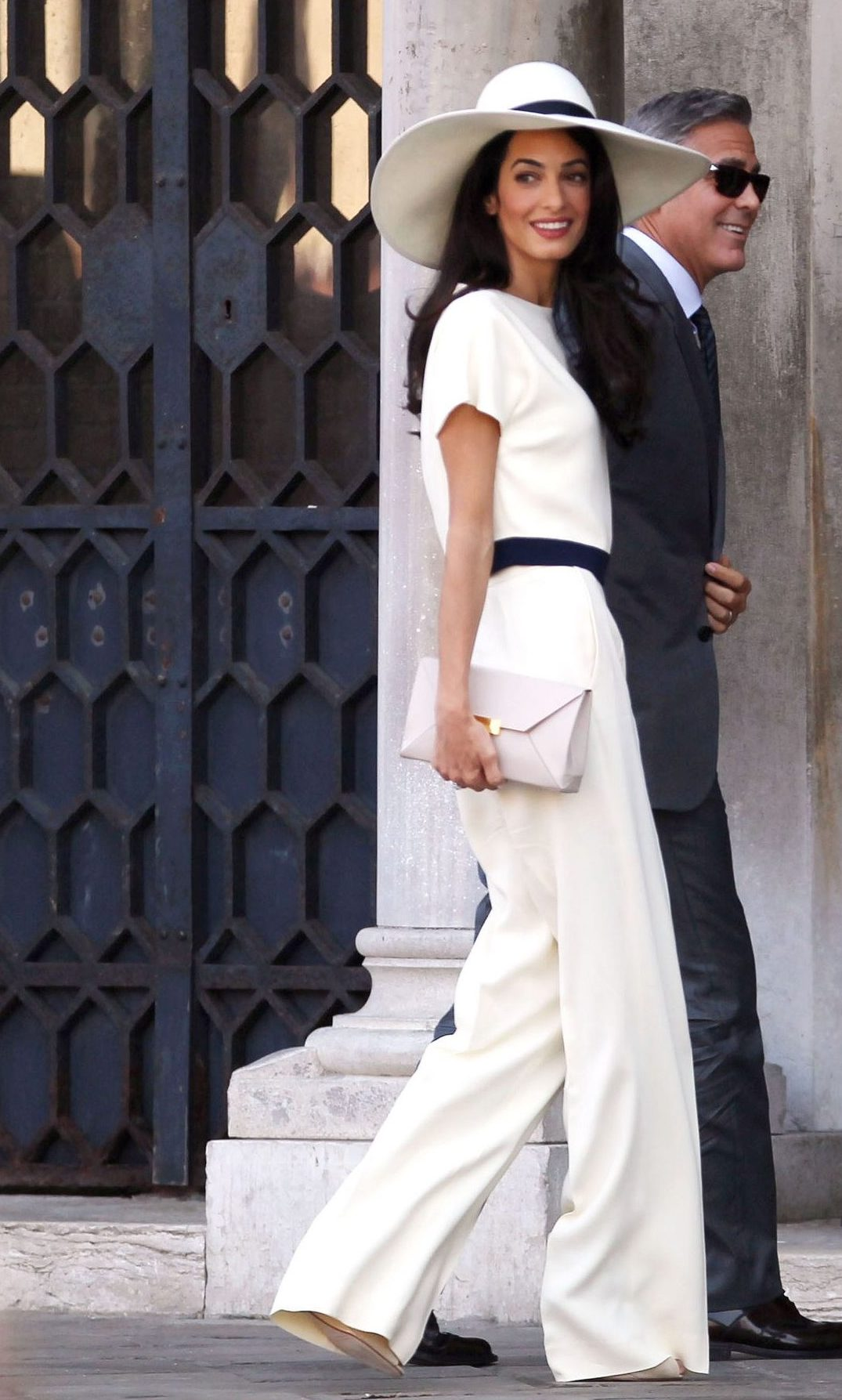 weddings-2014-09-clooney-wedding-news-george-amal-alamuddin-civil-ceremony-0929-main